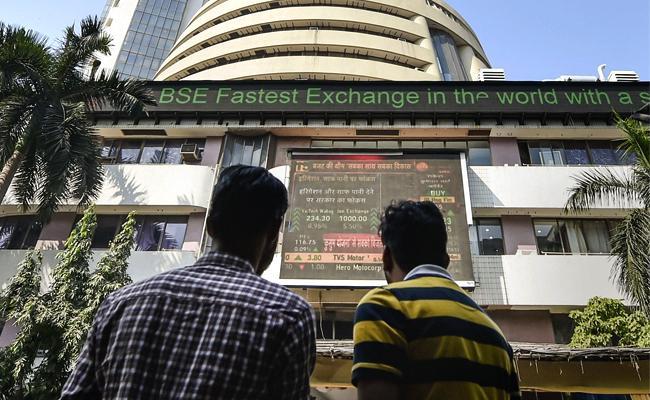 Market in consolidation- Banks, Auto weaken - Sakshi