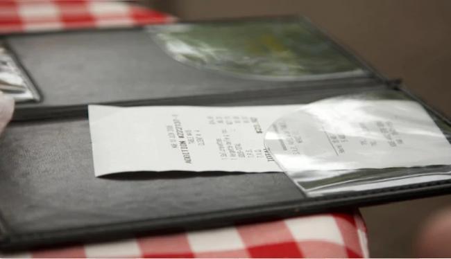 Customer Leaves USD 5600 Tips for Employees of Ohio Restaurant - Sakshi