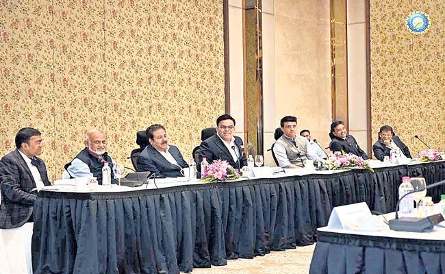 BCCI approves 10-teams  IPL from 2022 - Sakshi