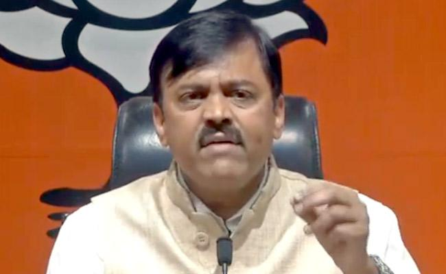 MP GVL Narasimha Rao Said New Acts Are In Favor Of Farmers - Sakshi