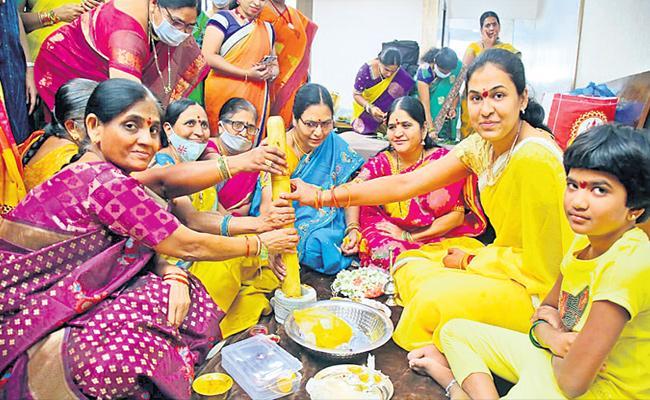 CM KCR Adopted Daughter Pratyusha Bridal Function - Sakshi