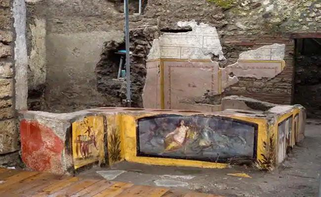 Ancient Fast Food Centres Excavated In Pompeii - Sakshi