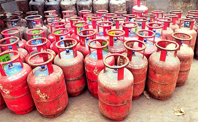 How to Book an LPG Cylinder to Avail a Discount of 500 - Sakshi