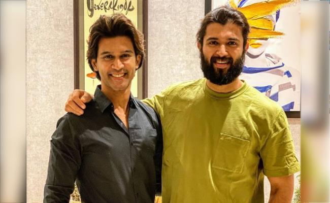 Bigg Boss Telugu 4: Abhijeet Meets Vijay Devarakonda - Sakshi