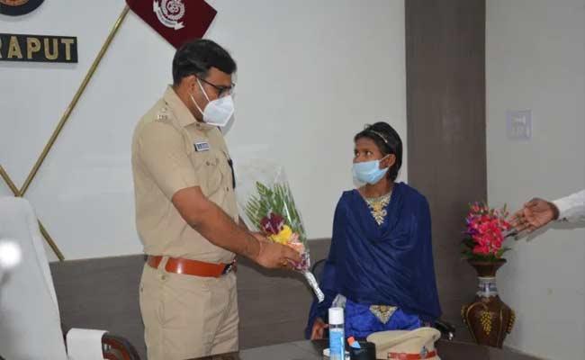 Maoist Rama Madkami Surrendered To Malkangiri Police - Sakshi
