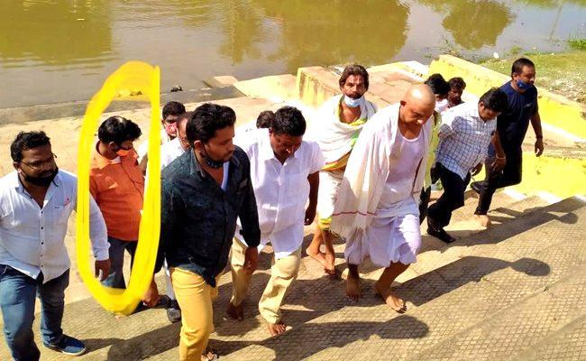 Assassination Attempt On Perni Nani Police Issued Notice To Kollu Ravindra - Sakshi