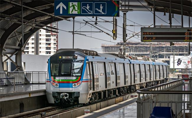 Metro Stations Under Containment Zones Will Also Reopen  - Sakshi
