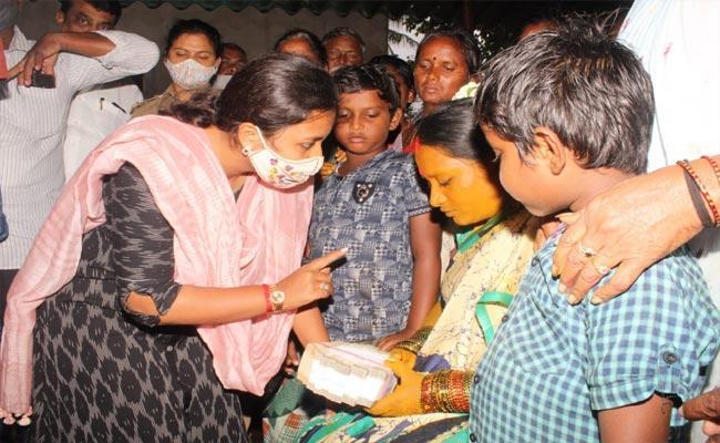 Nivar Cyclone: 5 Lakh Assistance To Prasad Family - Sakshi