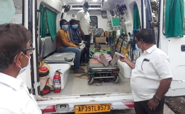 Many People Fell Illness In Eluru Padamara Veedhi - Sakshi