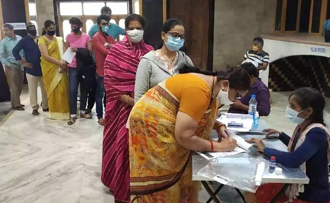 GHMC Elections 2020 Settlers Vote Against TRS - Sakshi