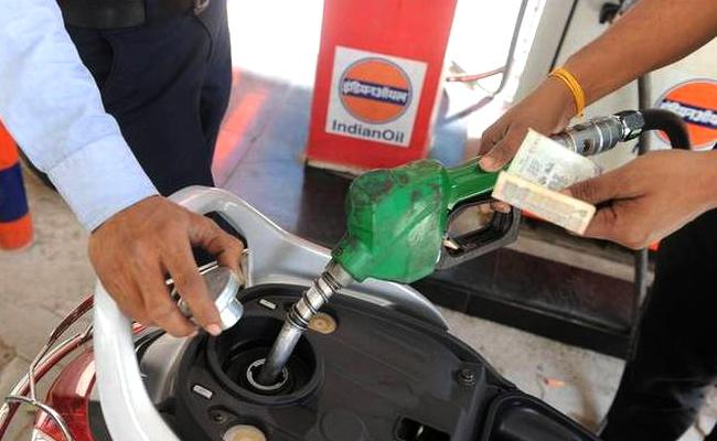 Petrol, Diesel prices up again due to crude price rise in global markets - Sakshi