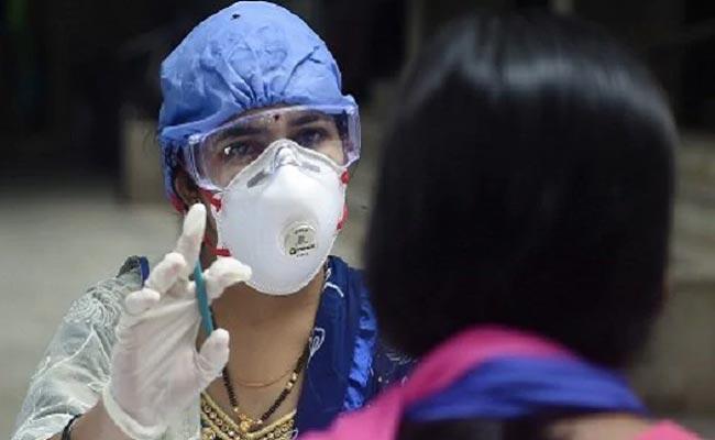 Corona Infected 2,894 Teachers, Non Teaching Staff Maharashtra - Sakshi