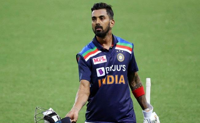 KL Rahul Introduces Fans To The Back Benchers Of Team India - Sakshi