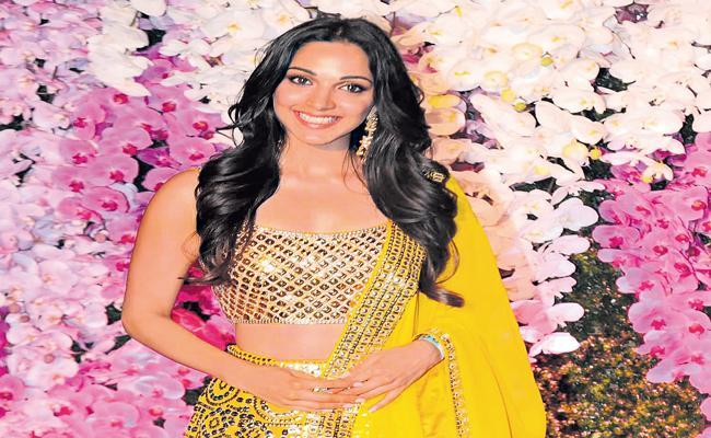 Kiara Advani to romance Ram Charan in Acharya - Sakshi