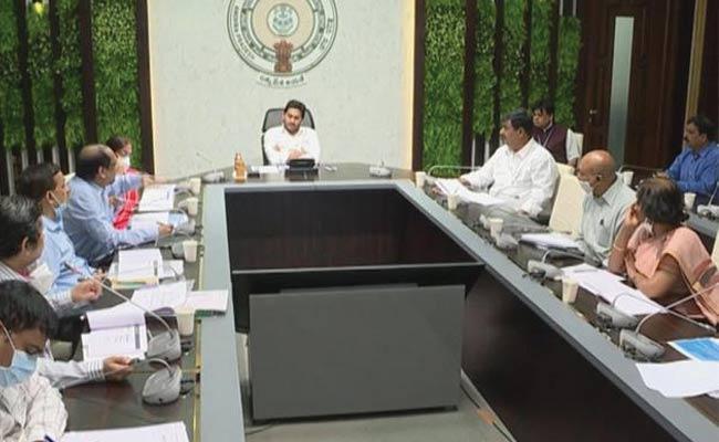 CM Jagan Inquiry About Medical Examination For Eluru Victims - Sakshi
