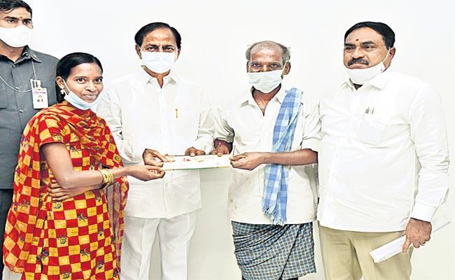 CM KCR Was Invited Attend Wedding Of Mallayya Daughter Warangal - Sakshi