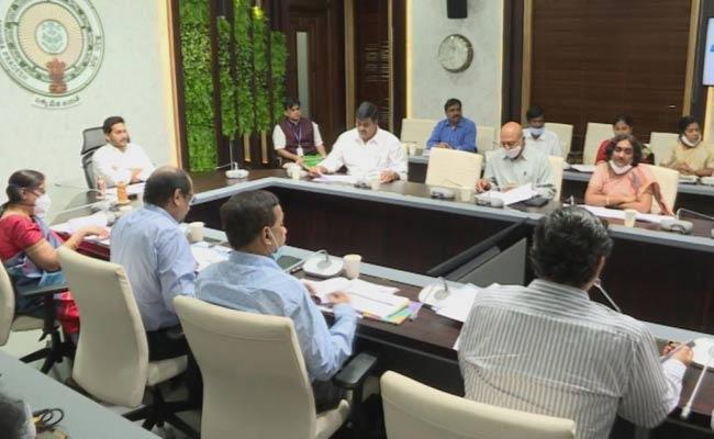 CM Jagan Review On YSR Jagananna Saswatha Bhoomi Hakku - Sakshi