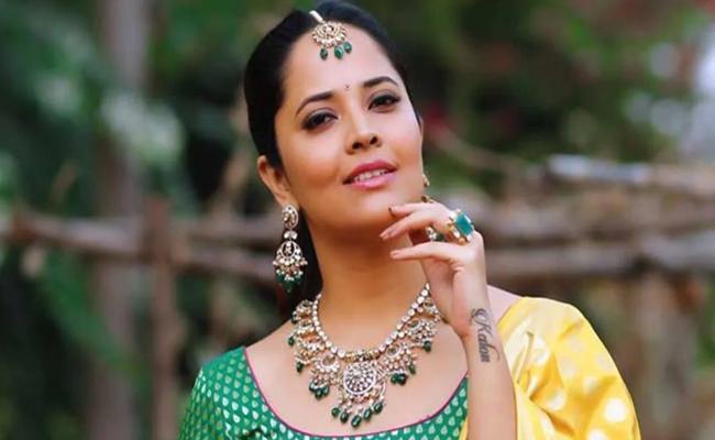 Anasuya Bharadwaj Says She Have Coronavirus Symptoms - Sakshi
