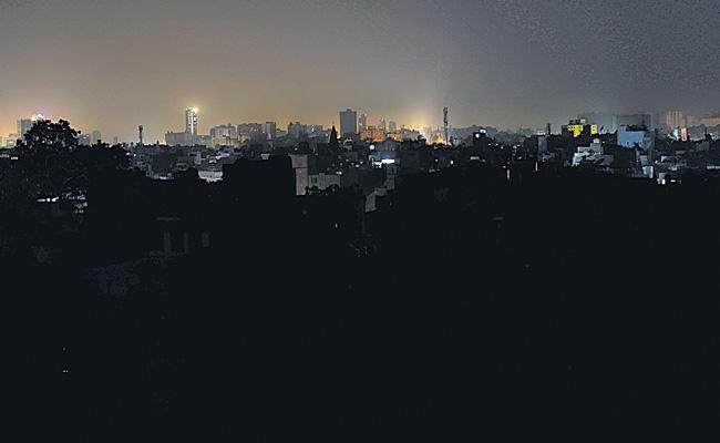 Major power outage plunges Pakistan into darkness - Sakshi
