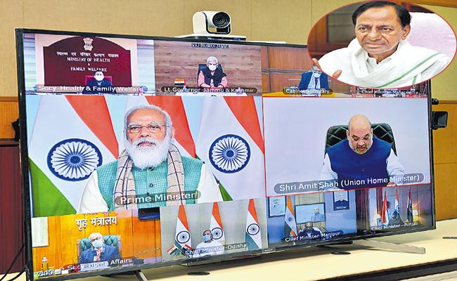 CM KCR in a video conference with Modi along with meeting with Ministers and Collectors - Sakshi