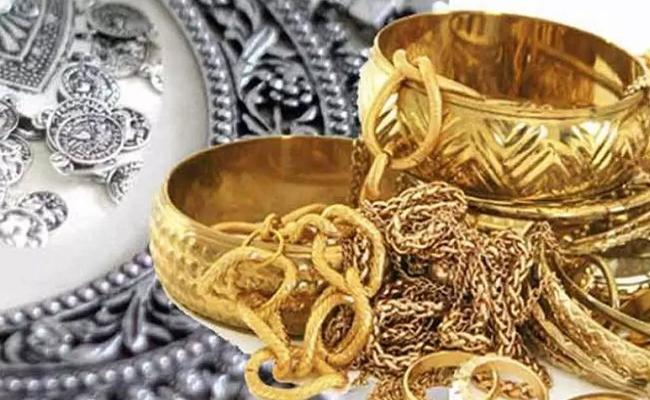 Gold prices falls down rs 7000 from record highs - Sakshi