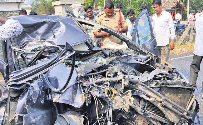 Husband and wife killed in road accident - Sakshi