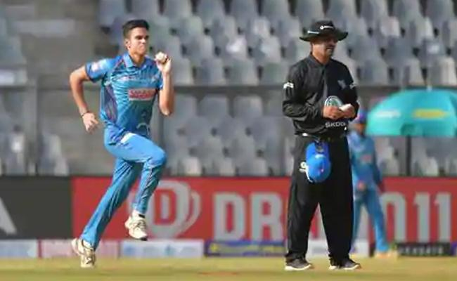 Arjun Tendulkar Gets Maiden Wicket, Video Goes Viral - Sakshi