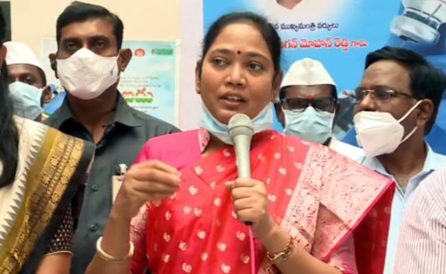 Mekathoti Sucharitha Starts Vaccination At Guntur Government Hospital - Sakshi