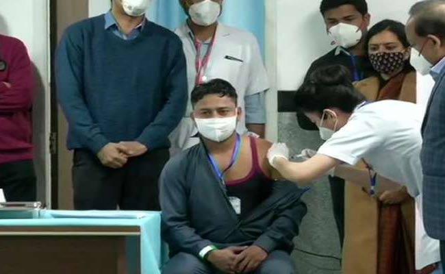 Manish Kumar sanitation worker first person receive Corona vaccine - Sakshi