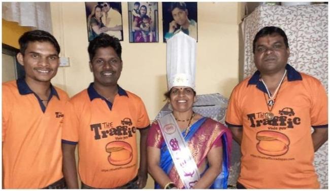 Thane Man Quit Job And Start Vadapav Business At Traffic - Sakshi