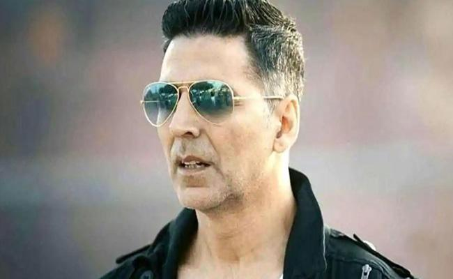 Akshay Kumar Search Phone Charging Point Leads Him To a Frog In Socket - Sakshi