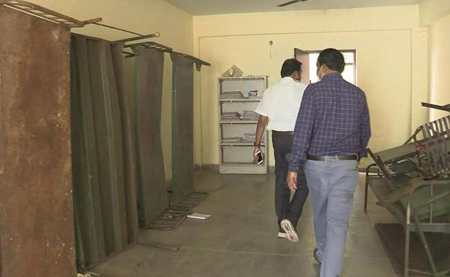 Education Commission Officials Checks On Junior Colleges in Vijayawada - Sakshi