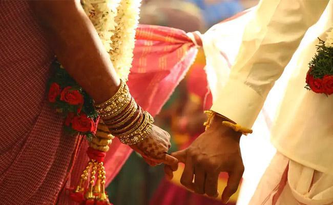 QR Code Scanner On Wedding Card In Marriage Ceremony - Sakshi