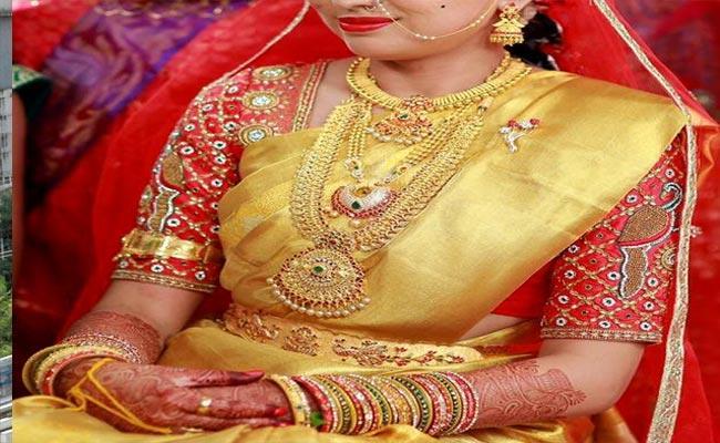 Bride Gold Ornaments Robbery Case Solved In Visakhapatnam - Sakshi