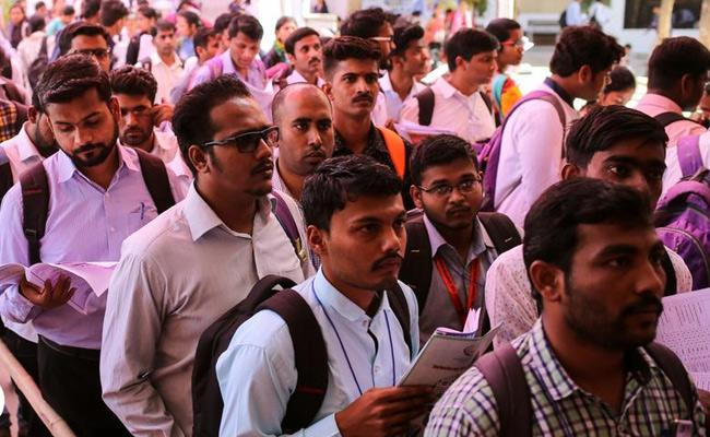 Youth Lost Jobs In Corona Period In India - Sakshi
