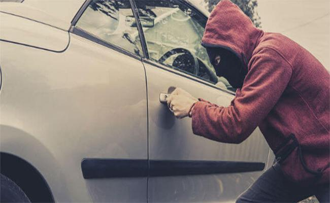 Thief U Turn Car After Finding Child Inside, Lectures Mother In Portland - Sakshi