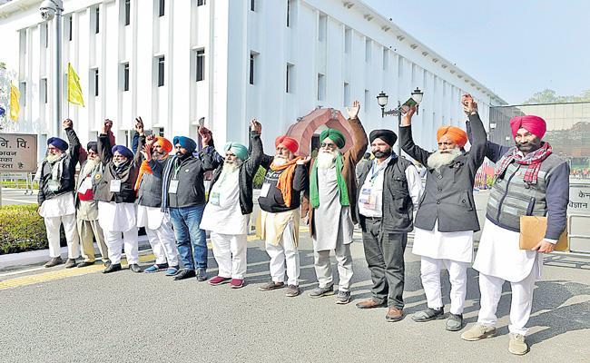 Govt proposes to hold agri laws implementation for 18 months - Sakshi