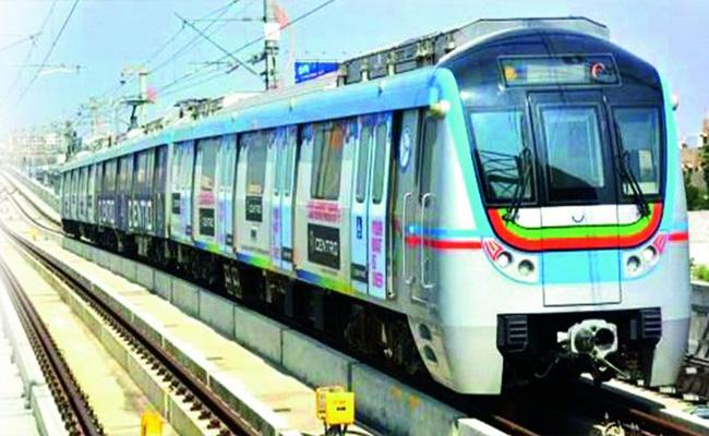 Metro Rail Stopped For 15 Min Due To Technical Issue - Sakshi