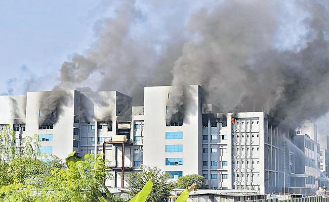 Massive fire accident at Serum Institute of India - Sakshi