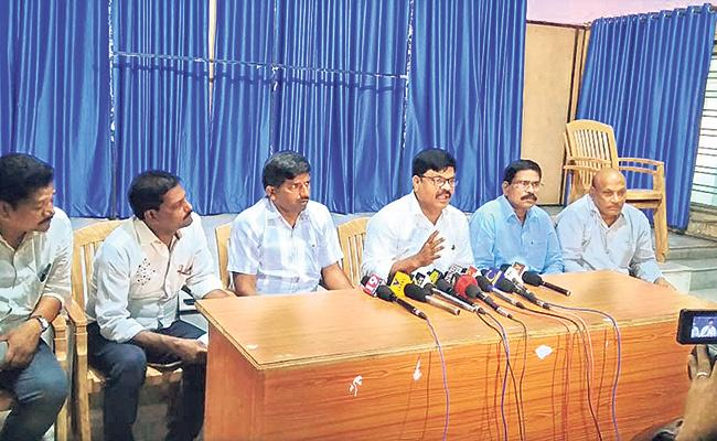 AP Police Officers Association Slams Devineni Umamaheswara Rao - Sakshi