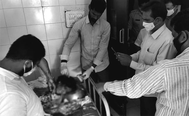 Proddatur Man Stabs Girl Over Love Harassment - Sakshi