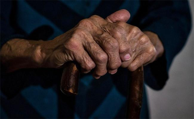 Kerala Man Locks 80 Year Old Father In Room, Serves Him Death - Sakshi