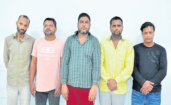 Police Arrested Sim Swapping Gang And Seized Fake Aadhar Card - Sakshi