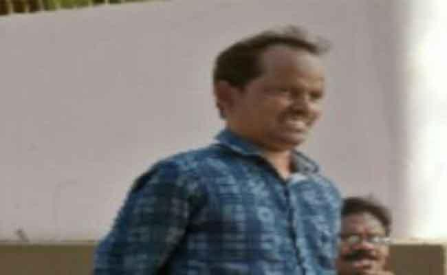 Teacher From Visakhapatnam Lost Life With Heart Attack After Transfer - Sakshi