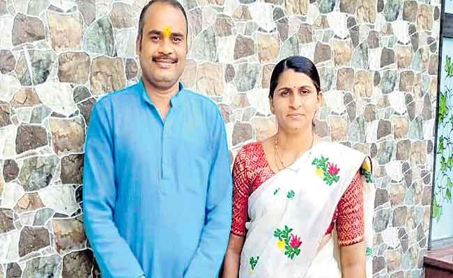Maharashtra Couple Stands Out As Ideal For Everyone - Sakshi