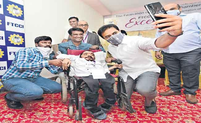 KTR Lashes Out At Centre Fr Not Allocating Major Projects To TS - Sakshi