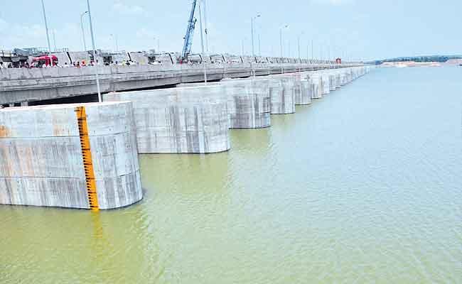 Irrigation Department Plan To Fill The Water In Ponds - Sakshi