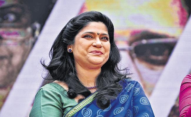 Renuka Shahane Tribhanga Movie - Sakshi