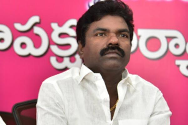Tension in TRS on Rasamayi Comments - Sakshi
