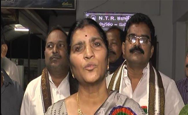 Lakshmi Parvathi Fires On Chandrababu Naidu - Sakshi